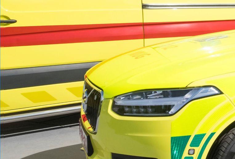 Een ambulance en een mug-team brachten de schrijnwerker naar het ziekenhuis in Leuven. (archieffoto)