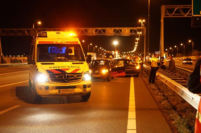 Beeld vlak na het ongeval op de A50.