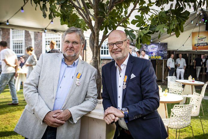 Als koninklijk blijk van waardering voor hun inzet voor de Oldenzaalse gemeenschap werden de Boeskool–veteranen Wim Lasonder (rechts) en Hans Lotgerink benoemd tot Ridder in de Orde van Oranje Nassau.