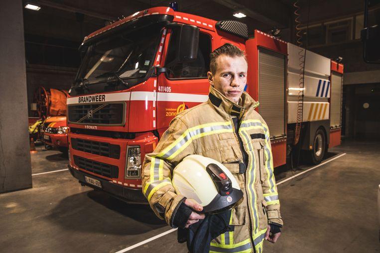 Junior Bauwens in volle uitrusting: hij wil beroepsbrandweerman worden.