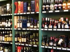 Man steelt fles sterke drank en t-shirt uit verschillende winkels in Kaatsheuvel