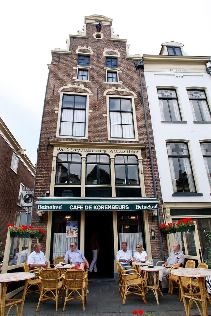 De Zutphense horeca over de vrije openingstijden: ,,We hopen in ieder geval dat jongeren door de ruimere openingstijden kiezen voor Zutphen en niet iedere week afreizen naar Dieka of Bill's Bar of naar Arnhem of Nijmegen.''