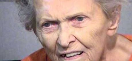 92-jarige moeder schiet zoon dood die haar in verpleeghuis wilde stoppen