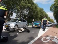 Motorrijder botst achterop auto grootmoeder en kind (1) in Waspik