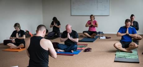 Defensie leidt militairen op tot yogadocent. 'Stress was weg, ik voelde me bijna onder invloed'