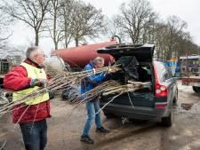 Oldebroekers halen inheemse struiken en bomen op