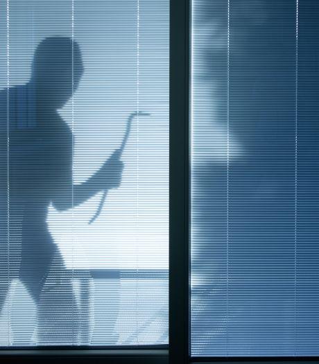 Inbrekers bedreigen Hengelose in haar slaapkamer en gaan er met geld vandoor