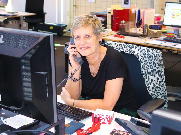 Karin van Krevel overlegt regelmatig met andere redacties om te bepalen wat in de krant van de volgende dag komt.