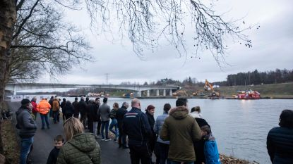 Elf kranen breken 3.000 ton zware brug over kanaal in Eigenbilzen af