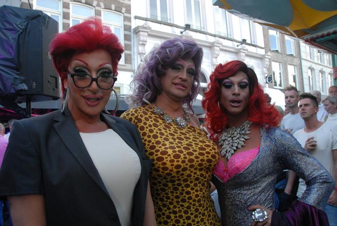 De dragqueens tijdens Pretty in Pink. V.l.n.r. Deedee, Memsy Mellons en Strangée.