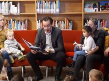 Almelose wethouder boeit kinderen met Moppereend