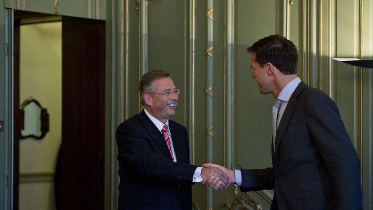 Staatssecretaris van Sociale Zaken en Werkgelegenheid, Paul de Krom (VVD) met Mark Rutte. Beeld ANP