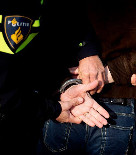 Grote overlast op Geitenkamp; Twee arrestaties bij grote vuurwerkcontrole