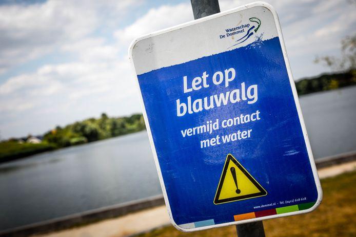 Een waarschuwingsbord voor blauwalg. Ter illustratie.