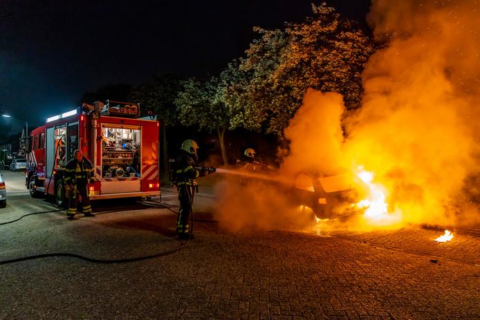 Autobrand op de Edisonlaan in Oosterhout.