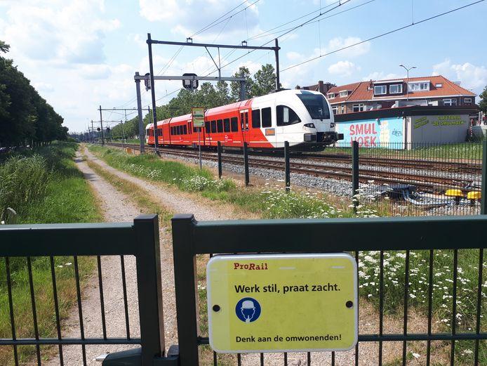 Een trein van Qbuzz.