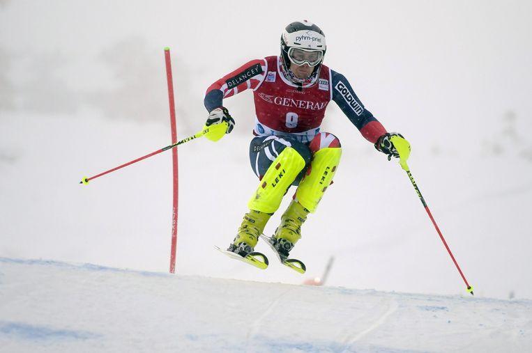 Dave Ryding in actie, zondag tijdens de eerste run van de wereldbekerwedstrijd in het Finse Levi. Beeld REUTERS