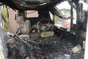 Zo ziet de binnenkant van de leegstaande patatkraam er uit na de brand.