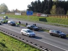Kilometerslange files op A35 en A1 na ongelukken