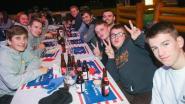Nieuwe editie van De Langste Aan Tafel krijgt Amerikaans tintje: jongeren smullen van hamburgers