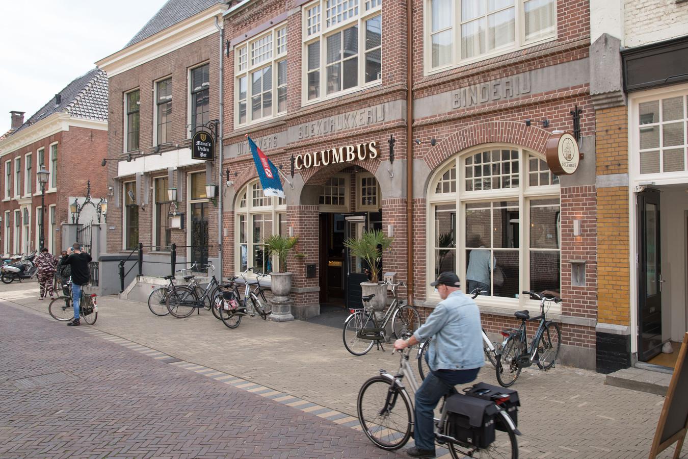 Het bestuur van de cannabiswinkel Columbus in de Vijhestraat in Harderwijk wil graag meedoen aan de landelijke wietproef, zodat zowel de verkoop als de inkoop legaal zijn.