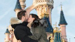 """Astrid Coppens vergeet even al haar zorgen in Disneyland Paris: """"Bram en ik dromen van een kindje"""""""