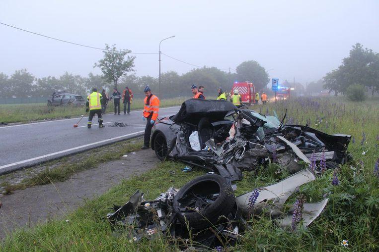 Het wrak van de Porsche waarin slachtoffer Elien Van Ryckeghem (27) zat.