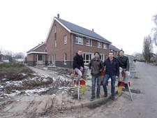 Jongeren bouwen droomwoning op rotte plek van Harreveld (video)