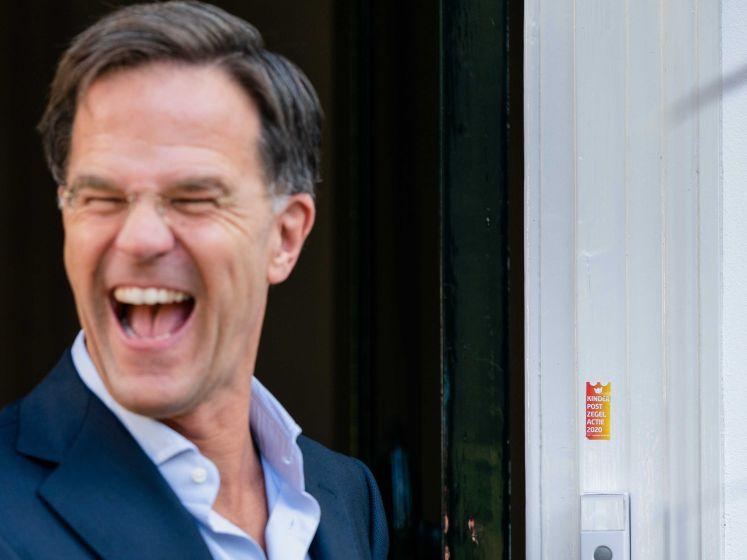 Start Kinderpostzegelweek: Mark Rutte neemt eerste in ontvangst