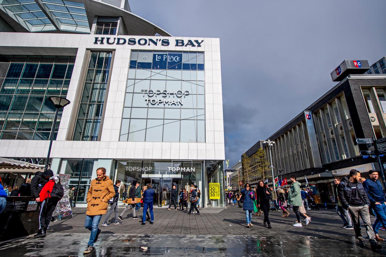 Koopjesjagers zijn vanaf juni weer welkom in het oude pand van Hudson's Bay aan de Rotterdamse Koopgoot. Dan opent kledingwinkel De Koopman er de deuren. Deze nieuwe keten van The Sting Companies huurt ook voormalige HB-panden in Tilburg en Breda.