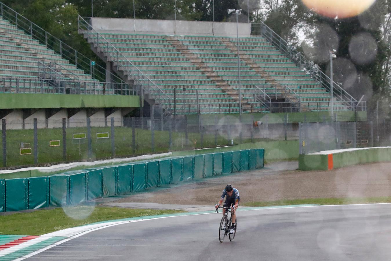 Tim Wellens op het circuit van Imola tijdens de Giro in 2018.
