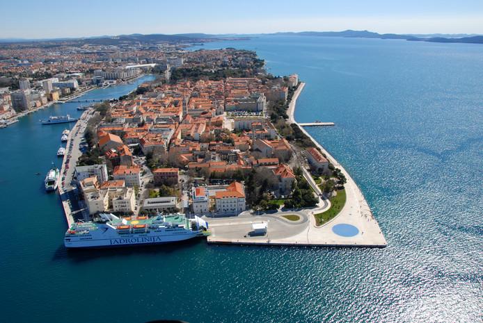 De oude en deels ommuurde stad van Zadar.