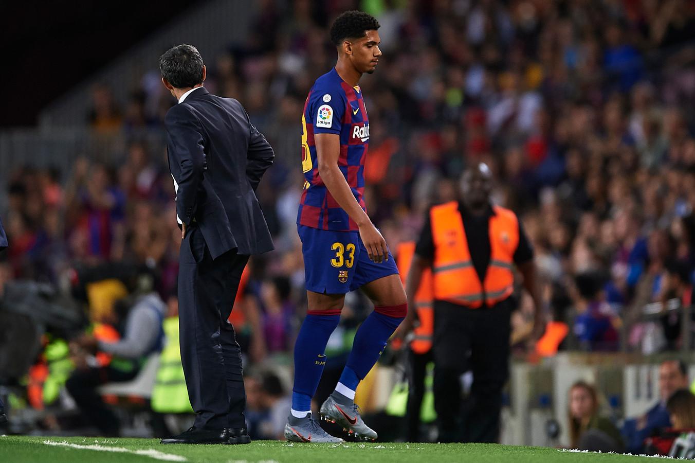 De aftocht van Ronald Araújo na zijn rode kaart tegen Sevilla.