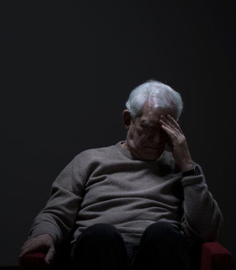 Bejaarde man (77) mishandelt zijn vrouw met wijnfles: 'Ik heb geen alcoholprobleem'