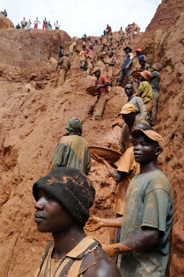 Een goudmijn in het oosten van Congo. Beeld AFP