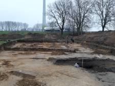 Resten middeleeuws tolhuisje gevonden bij opgraving langs Deventer A1