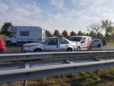 Ravage na ongeluk met zeven voertuigen op A73 bij Beers