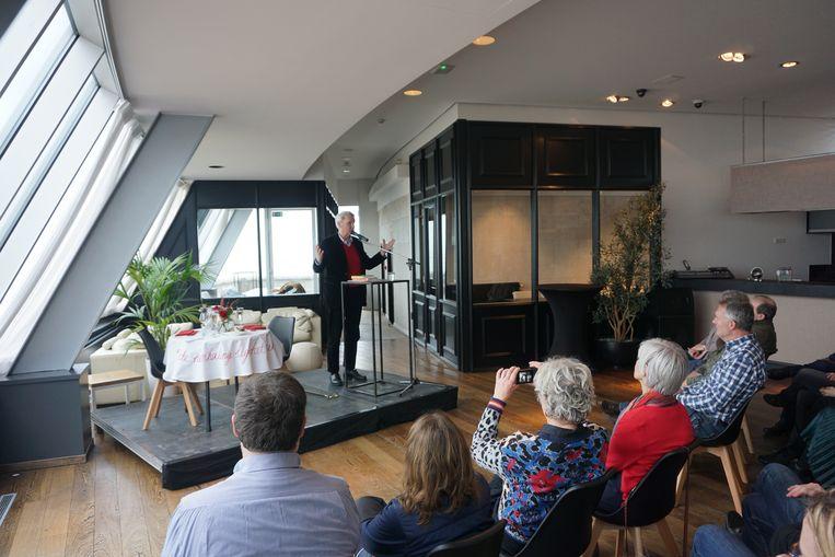 Minifestival 'Liefde tussen de lijnen' wist zowat 800 bezoekers te lokken. Onder meer auteur Adriaan van Dis kwam een performance brengen in het Kursaal.