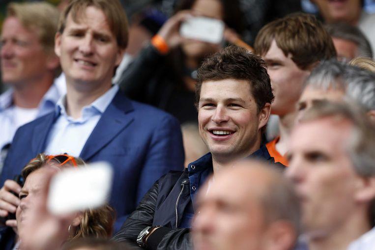 Sven Kramer op de tribune kijkt naar de wedstrijd Australië tegen Nederland tijdens het WK hockey. Beeld anp