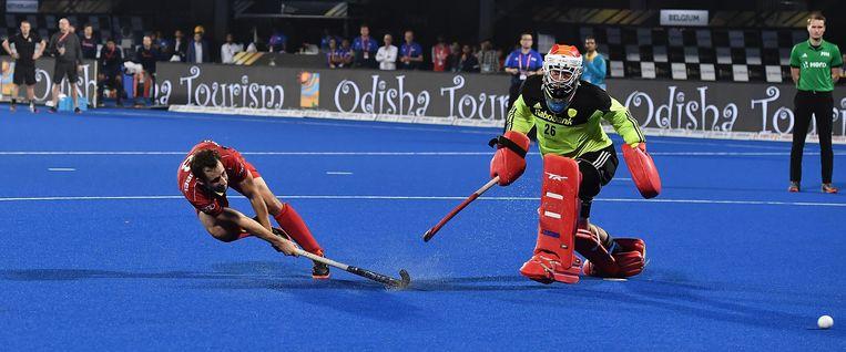 Florent van Aubel wint de beslissende shoot-out en maakt België wereldkampioen. De Nederlandse doelman Pirmin Blaak werd uitgeroepen tot beste keeper van het toernooi. Beeld Getty Images