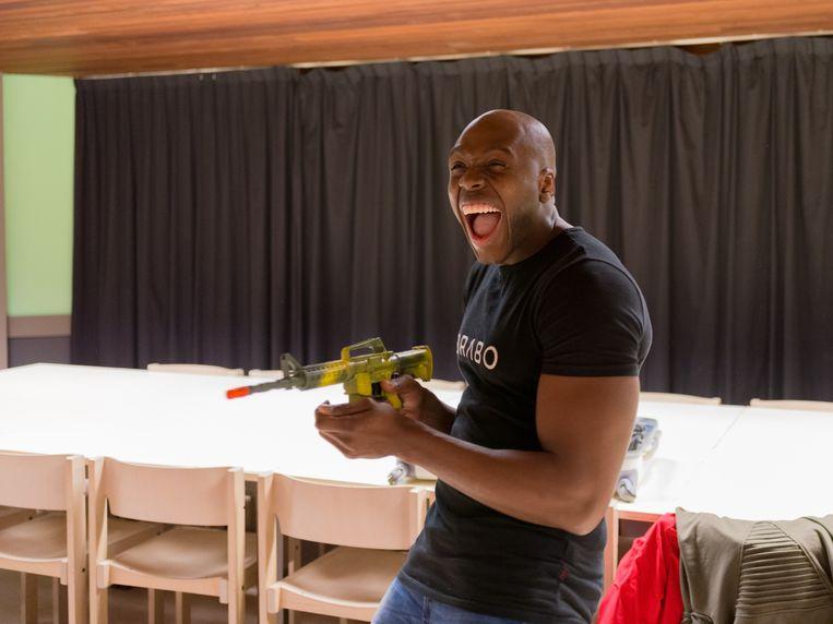 Comedian Steven Brunswijk in theater De Held in Bladel tijdens de try-out van zijn show Van Slaaf tot Meester. Beeld Ivo van der Bent