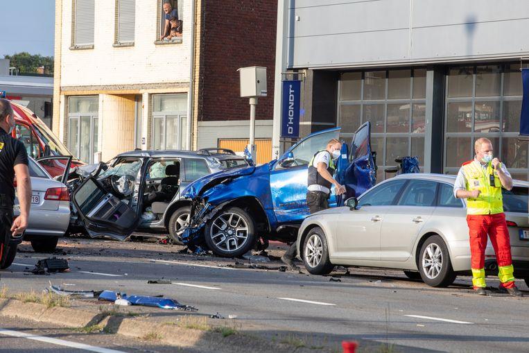 De hulpdiensten aan het werk na het ongeval.