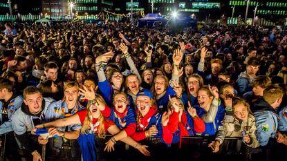 Beats, boterhammen en bier voor 2.500 jongeren in uniform
