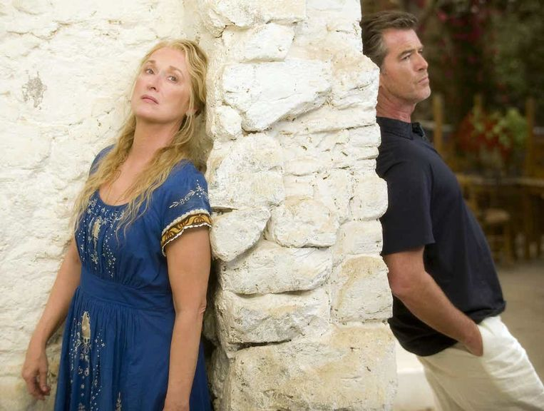 Meryl Streep en Pierce Brosnan in Mamma Mia! Beeld