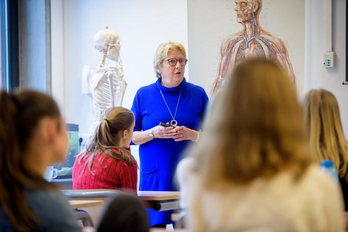 Gerda Vinck (67) geeft voorlichting over donorschap op het Were-di in Valkenswaard, in het kader van de nationale Donorweek.