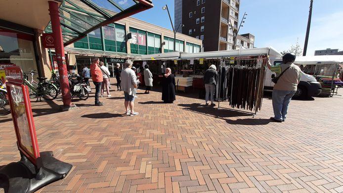 In de rij voor de marktkraam.
