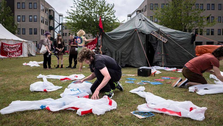 De activisten bereiden voor op hun demonstratie Beeld Rink Hof