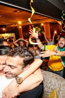 Gespannen Brazilianen vieren feest in Utrechtse kroeg: 'Vamos, Vamos!'