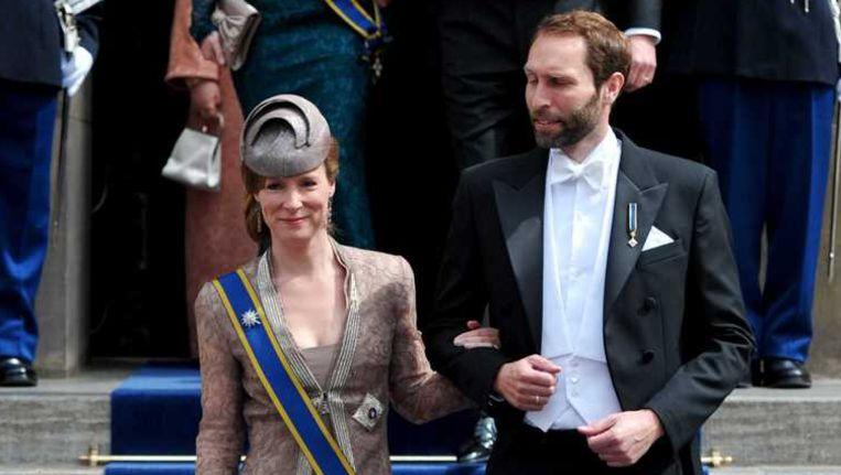 Prinses Margarita en haar tweede man Tjalling ten Cate verlaten de Nieuwe Kerk in Amsterdam na de inhuldiging van koning Willem-Alexander. Beeld anp