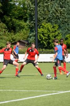 Helmond Sport speelt gelijk tegen Al Ettifaq in grimmige oefenwedstrijd: 'Dit is ook leerzaam'